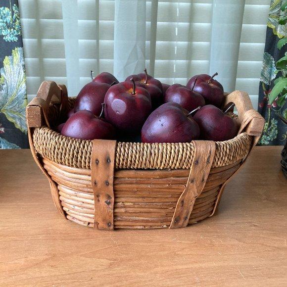 Farmhouse Wicker Basket Wood handles 15 Apples